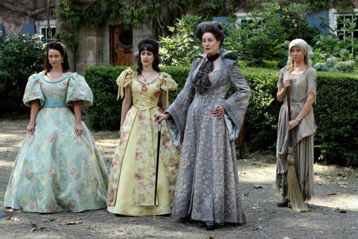 Cenerentola, la matrigna e le sorellastre in una scena della 6x03